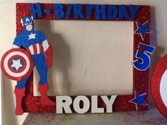 Capitan america Superman Birthday Party, Avengers Birthday, 4th Birthday Parties, Superhero Party, Captain America Party, Captain America Birthday, Party Photo Frame, Party Frame, Anniversaire Captain America