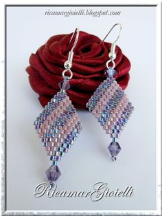 Diagonal earrings.  Clear picture tute with easy peyote.  Good beginner project…