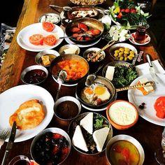 Yöresel Serpme Kahvaltı -  Nezih Kebap / İstanbul (Rumelihisarı ) Telefon : 0212 265 74 55 Ortalama Fiyat : 40-55 TL