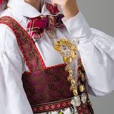 Bilderesultat for oppland malje åmlibunad Folk Costume, Costumes, Traditional Outfits, Vintage Photos, Norway, Bridal Dresses, Amazing People, Clothes, Beautiful