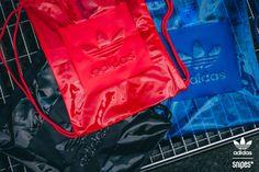 Turnbeutel, mal ganz anders! Die drei AC Turnbeutel von adidas bieten dir monochrome Colorways, transparentes Material und jede Menge Platz für deine täglichen Essentials. Jetzt im SNIPES Onlineshop erhältlich. Preis: 34,99 Euro #snipes #snipesknows #adidas #turnbeutel #gymback #everythingtransparent #monochrome #adilove