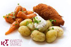 Kurczak nadziewany masłem z ziemniakami ze śmietaną i glazurowaną marchewką. Przepis na gotowaną marchewkę