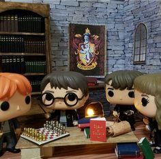 Harry in Hogwarts Harry Potter Pop Figures, Décoration Harry Potter, Harry Potter Dolls, Harry Potter Bedroom, Harry Potter Tumblr, Harry Potter Pictures, Harry Potter Universal, Hogwarts, Funko Pop Display