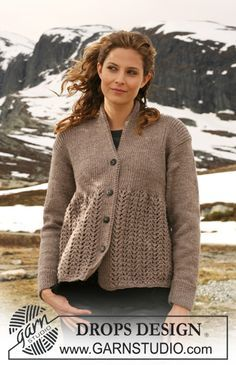 Knitted DROPS Jacket with rib and lace pattern in Karisma. Size S – XXXL. Free pattern by DROPS Design.