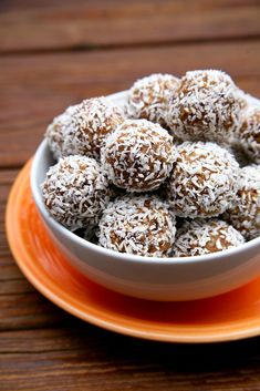 These no-bake protein balls are sweet, nutty, and soft, and they're cake-like without a drop of flour.  Cal...