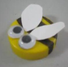 Bij van een dop Bee Activities, Aries Art, Buzz Bee, Spelling Bee, Bee Party, Summer Crafts For Kids, Classroom Projects, Bee Crafts, Bee Theme