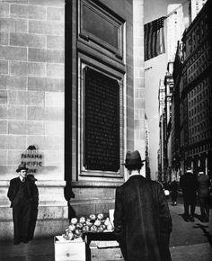 John Gutmann: Selling Apples: No. 1 Broadway, New York, 1936
