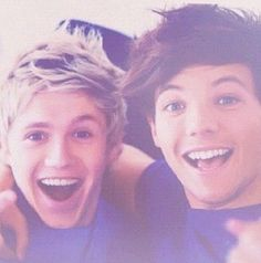 so adorable Niall Horan and Louis Tomlinson One Direction Niall Horan, Zayn, Tres Belle Photo, James Horan, I Love One Direction, 1d And 5sos, Liam Payne, Louis Tomlinson, Cool Bands