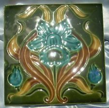 Fabulous Art Nouveau Daffodil Tile