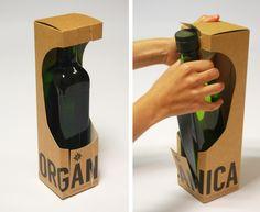 Pack para aceite orgánico (También adaptable a botellas de vino). Sistema con mayor facilidad de apertura y extracción de la botella, con stripping en la parte superior e inferior del pack. Buena visibilidad del producto. Nº PRJ: