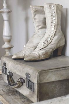 Antique Victorian Shoes Bedroom Whitewashed Cottage chippy shabby chic french country rustic swedish idea
