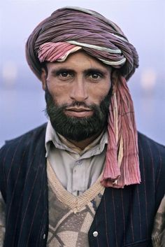 theneighbourhoodsuperhero:  AFGHANISTAN. Mazar i Sharif. 2002. © Steve McCurry Faces of the world. People of the world. We are all beautiful