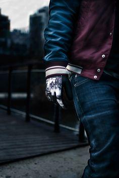 FST Handwear Collection Automne/Hiver 2012/2013  Modèle : Black Panthère  / Photo : Simon Baret