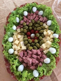 Meat Cheese Platters, Party Food Platters, Party Trays, Best Party Food, Party Food And Drinks, Party Snacks, Recipes Appetizers And Snacks, Quick Appetizers, Fruit Decorations