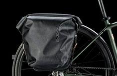 """Beim Fahrradzubehör-Spezialisten Brooks blickt man inzwischen auf 150 Jahre Firmengeschichte zurück. Aus diesem Grund haben sich die Engländer mit Canyon zusammengetan.Das Ergebnisist das limitierte Modell """"Commuter Brooks 150"""". 150 Jahre Handwerkskunst aus England: Zur Feier dieses Jubiläums haben sich Brooks … Weiterlesen"""