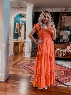 Visit here to see these beach outfit ideas on Nashville Wifestyles! If you need beach outfit ideas for your next vacation, then this is the blog post for you! Get inspired by this summer vacation style inspiration for your next trip. There's nothing more cute than these vacation maxi dresses. Get inspired to wear a beautiful flowy maxi dress on the beach to look cute and feel comfortable on the beach. #dress #beach #vacation Summer Outfits For Moms, Going Out Outfits, Mom Outfits, Everyday Outfits, Everyday Fashion, Spring Outfits, Classic Fashion, Classic Outfits, Summer Vacation Style