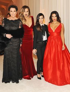 The Kardashian sisters and mom Kris Jenner look fab at Elton John's 2014 Oscar party!