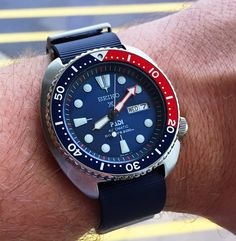 Buying The Right Type Of Mens Watches - Best Fashion Tips Best Watches For Men, Big Watches, Sport Watches, Cool Watches, Seiko Skx009, Seiko Watches, Breitling, Seiko Mechanical Watch, Mini Turtles