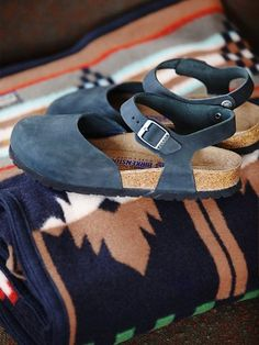 42 Best Ideas for how to wear birkenstock clogs free people Shoe Boots, Shoes Sandals, Shoe Bag, Cute Shoes, Me Too Shoes, Looks Style, My Style, Messina, Birkenstocks
