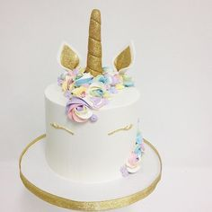 The unicorn cake...quickly becoming a #1 fav among clients! This one by @__sammyflowers