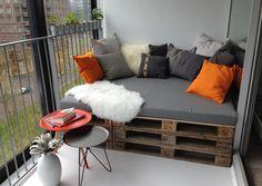 Door meerdere pallets (of delen) naast en achter elkaar te plaatsen krijg je een lekker ligbed. Zelfs op een balkon.