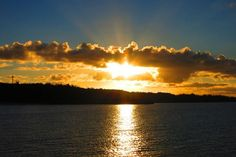 ☆共和AMELナイスショット!☆ 沖縄県恩納村にあるビーチで 撮影した美しい夕焼けです!! あまりの美しさについ時間を忘れ しばらくの間見入ってしまいました。 <URL> http://www.kyowayakuhin.co.jp/