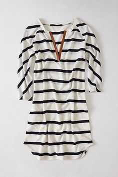 Steph - I love the casual style with nice details. Don't like the stripes but love the idea of casual shirts to wear with leggings and boots Looks Style, Style Me, Look Fashion, Fashion Beauty, India Fashion, Japan Fashion, Street Fashion, Fall Fashion, Mode Outfits