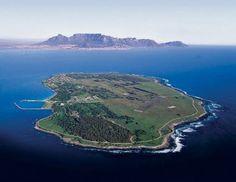 A travel guide to Robben Island Cape Town. Find out more about Robben Island, Cape Town. Trips and tours to Robben Island. Nelson Mandela, Pretoria, South Afrika, Cape Town South Africa, Fauna, Africa Travel, World Heritage Sites, Vietnam, Scenery