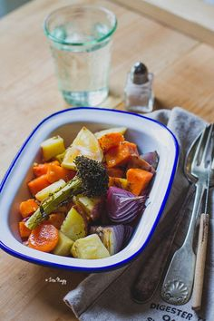 Vegan Vegetarian, Paleo, Naan, Fruit Salad, Feta, Food And Drink, Gluten Free, Lunch, Dinner