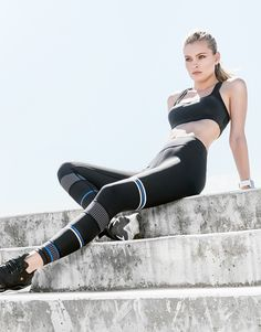 The MALI - Ultra Jet combines sport heritage with ultra modern styling. Crafted from our super responsive high-density premium fabric, this legging is designed for babes who take risks + make sh!t happen. Signature detail includes our slimming silhouette with engineered micro print pattern and specialized stripe detail. Four-way stretch soft touch fabric that is moisture wicking and breathable. Features: - Designed to fit firm and smooth against your body. - Hipster fit. - Premium four-way…