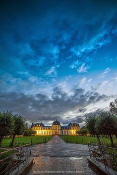 Schloss in der Stadt. Bonner castle after the rain.