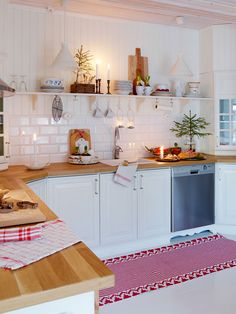 Anna Truelsen inredningsstylist: Julreportage i Drömhem Scandinavian Kitchen, Interior, Home Decor, Simple Christmas Decor, Kitchen Dining Room, Futuristic Home, Home Kitchens, Simple Interior, Living Room Designs