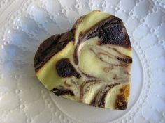 This is an easy cream cheese swirl brownies recipe that begins with a boxed brownie mix. It's amazing how the simple addition of a cream cheese swirl raises the standard box of chocolate brownie mix into Bakers Chocolate, Chocolate Oatmeal Cookies, Chocolate Chip Recipes, Brownie Recipes, Easy Desserts, Delicious Desserts, Dessert Recipes, Yummy Food, Cream Cheese Brownies