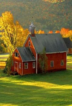 Rustic Barn in fall that resembles a church! :-) (Wouldn't this make a beautiful wedding barn? Old Country Churches, Country Barns, Old Churches, Country Life, Country Living, Country School, Country Roads, Church Building, School Building