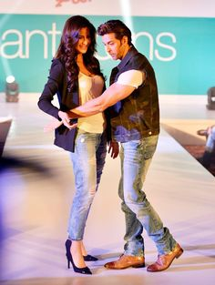 Hrithik Roshan Teaching Katrina Kaif some cool moves at Pantaloons Fashion Show