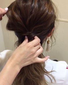 不器用さん必見♡オフィスにも使える大人の簡単アップヘアアレンジ - LOCARI(ロカリ)