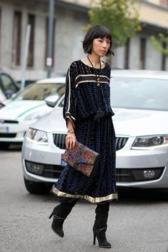 How To Dress Like An Italian Girl — 50+ Lessons Worth Knowing #refinery29  http://www.refinery29.com/2014/09/74945/milan-fashion-week-2014-street-style#slide44  A witchy woman get-up that Stevie Nicks would approve of.