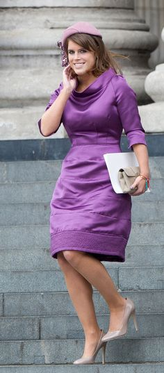 If Princess Eugenie of York looks familiar to you, it's because you might mistake her for her older sister, Princess Beatrice. Princesa Eugenie, Princesa Beatrice, Princess Eugenie And Beatrice, Duchess Of York, Duke And Duchess, Purple Fashion, Royal Fashion, Fashion Photo, Diana
