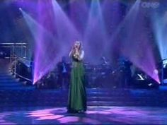 Hayley Westenra - The Water is Wide - YouTube