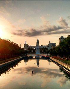 Amanecer en la tierra del sol amada, Monumento de la Chinita, Maracaibo, Venezuela