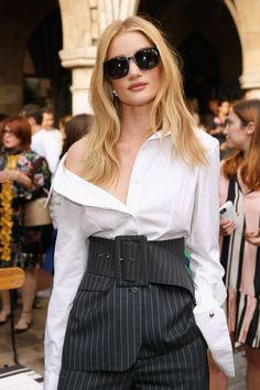 Rosie Huntington-Whiteley looks seriously stylish at a Vogue event in New York Classy Outfits, Chic Outfits, Fashion Outfits, Blazer Fashion, Office Outfits, Fashion Tips, Fashion Trends, Rosie Huntington Whiteley, Rose Huntington
