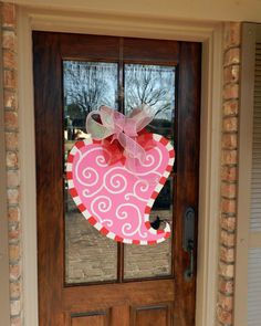 heart door hanger.   Not sure I'm talented enough to make this. And it's already sold out.