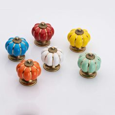 How to Choose Cabinet Knobs and Pulls Cupboard Handles, Kitchen Handles, Cabinet Knobs, Knobs And Pulls, Drawer Pulls, Home Improvement, Drawers, Doors, Ceramics