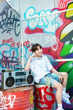 """BTS J-Hope/ Jung Hoseok/ Hobi living his colourful life as a freestyle (¿) dancer lockscreens/ Wallpaper"" Gwangju, Jung Hoseok, Namjoon, Taehyung, Vlive Bts, Bts Bangtan Boy, Bts J Hope, Bts Memes, J Hope Twitter"