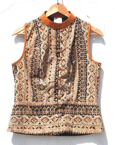 Stores In India Selling Ancient Indian Artworks Indian Attire, Indian Wear, Indian Outfits, Kurta Designs, Saree Blouse Designs, Indian Fashion, Korean Fashion, Boho Fashion, Jackets For Women