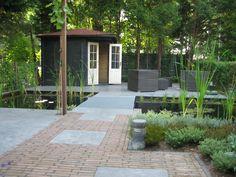 Moderne tuin met water