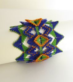 Queen of Diamonds Peyote Cuff. Designed and made by Ronel Durandt.