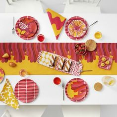 Finnish design company Marimekko has announced a new partnership deal with US retailer Target. Marimekko, Big Design, House Design, Graphic Design, Becoming A Firefighter, 1 Gif, Textiles, Target Style, Welcome Mats