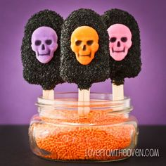 Halloween Cakescicles at Love From The Oven halloween cakepops ideas Spooky Halloween, Holidays Halloween, Halloween Treats, Happy Halloween, Halloween Decorations, Monster Cupcakes, Halloween Cupcakes, Paletas Chocolate, Postres Halloween