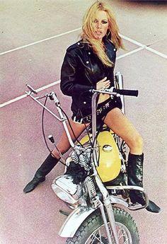 Fashion in the Brigitte Bardot Style Brigitte Bardot, Bridget Bardot, Isabelle Adjani, Lady Biker, Biker Girl, Biker Baby, Style Cafe Racer, Bike Style, Hot Bikes